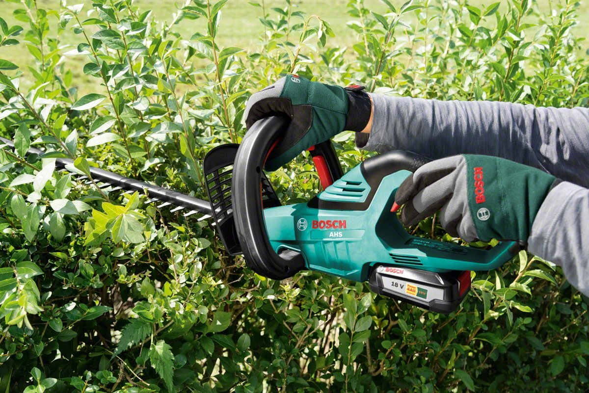 The Best Cordless Hedge Trimmers for 2019: Who Makes the