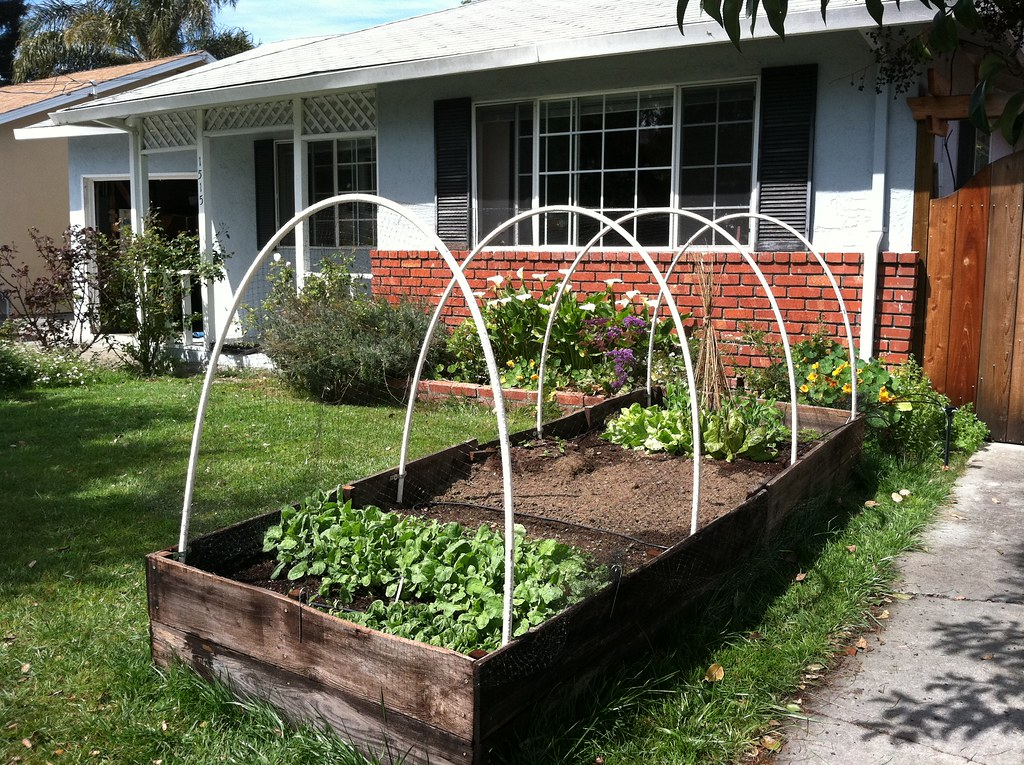 Raised Garden Bed Ideas - Tips For Making a Stylish Raised ...